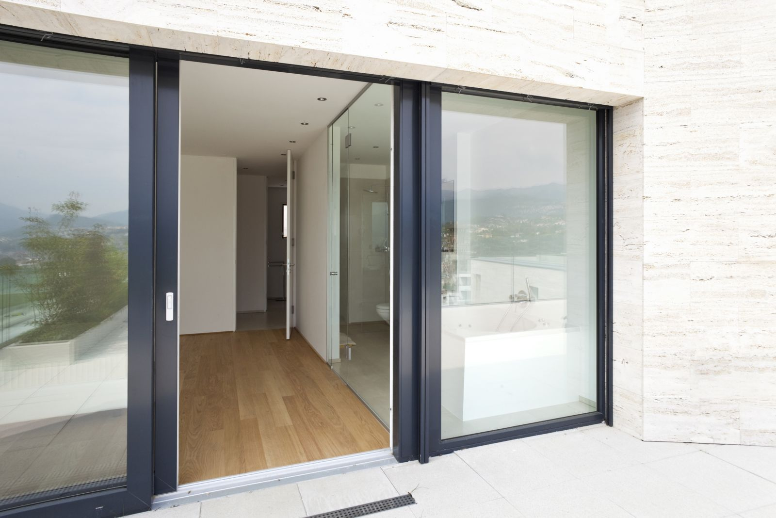 menuiserie marseille acces r. Black Bedroom Furniture Sets. Home Design Ideas